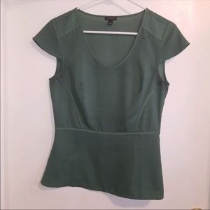 Ann Taylor green cap sleeve satin-like blouse